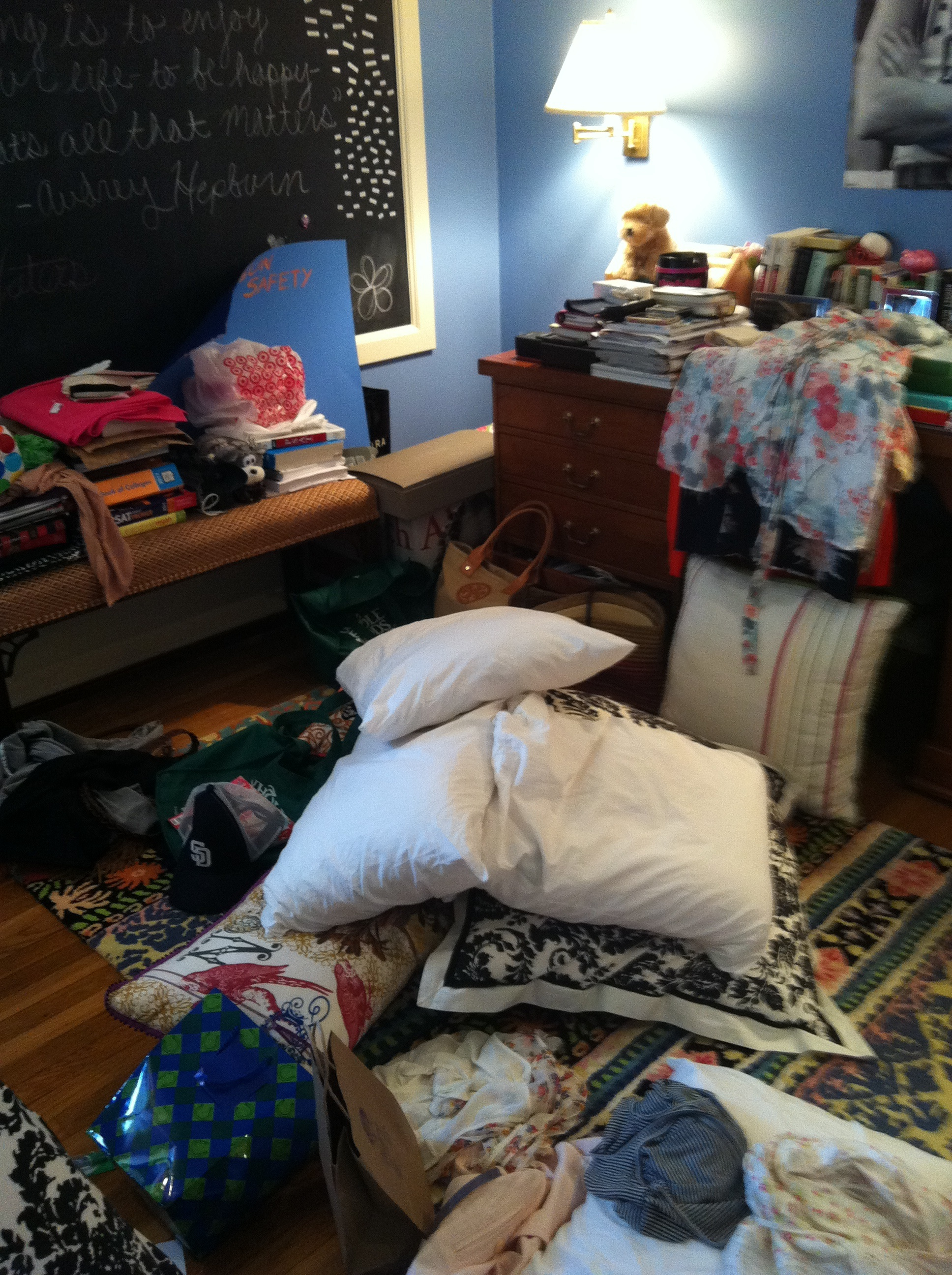 An Uncluttered Teenager 39 S Bedroom Creates A Less Cluttered Life Professional Organizer Image